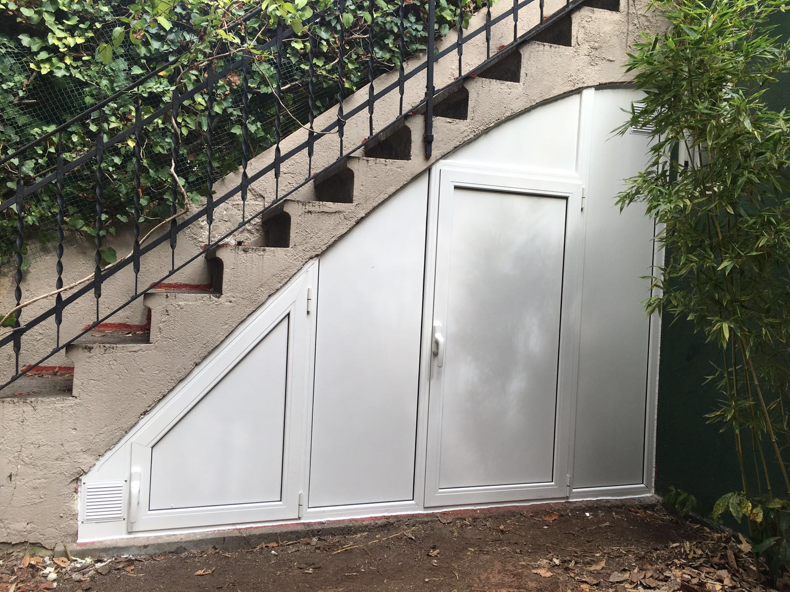 Armario exterior a medida para hueco de escalera hermanos almansa - Armario hueco escalera ...
