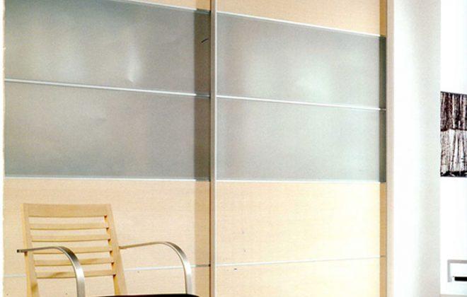 Armario exterior a medida para hueco de escalera for Armarios de pvc para exterior