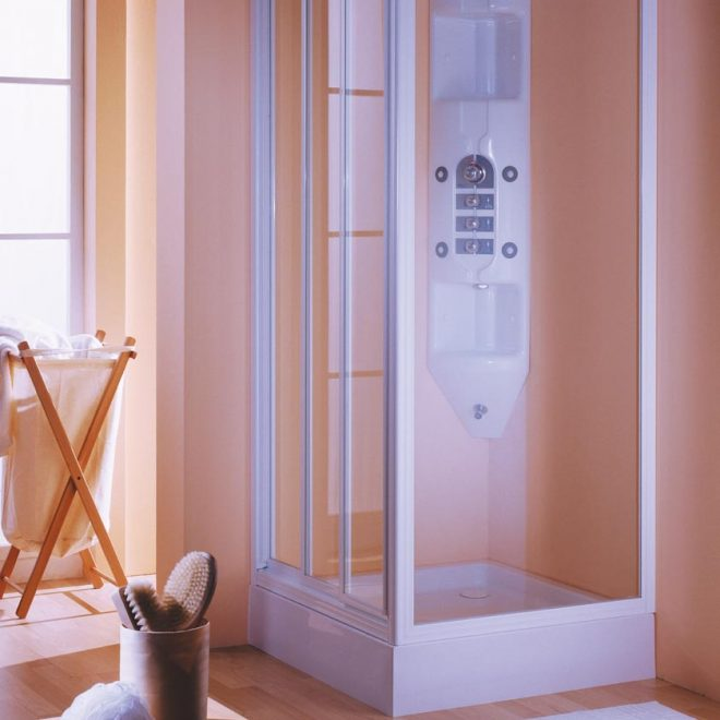 http://mampara-de-baño-en-tres-hojas-correderas-modelo-ideal-y-con-vidrio-transparente