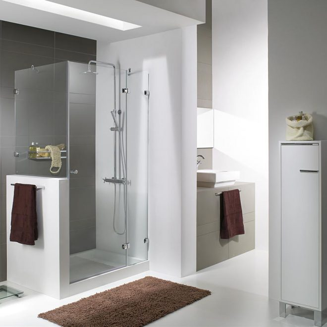 http://mampara-de-una-hoja-abatible-con-dos-fijos-laterales-modelo-kubic-p20-+kubic-l-10-en-vidrio-transparente