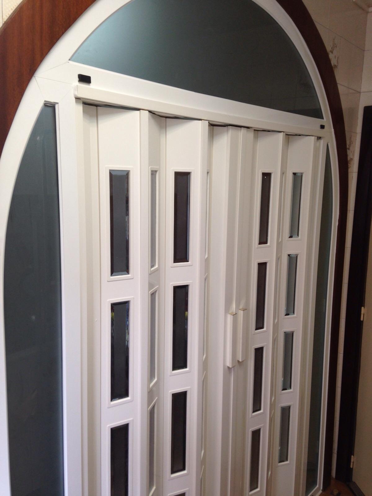 Puerta plagable pvc hermanos almansa for Puertas plegables de pvc precios