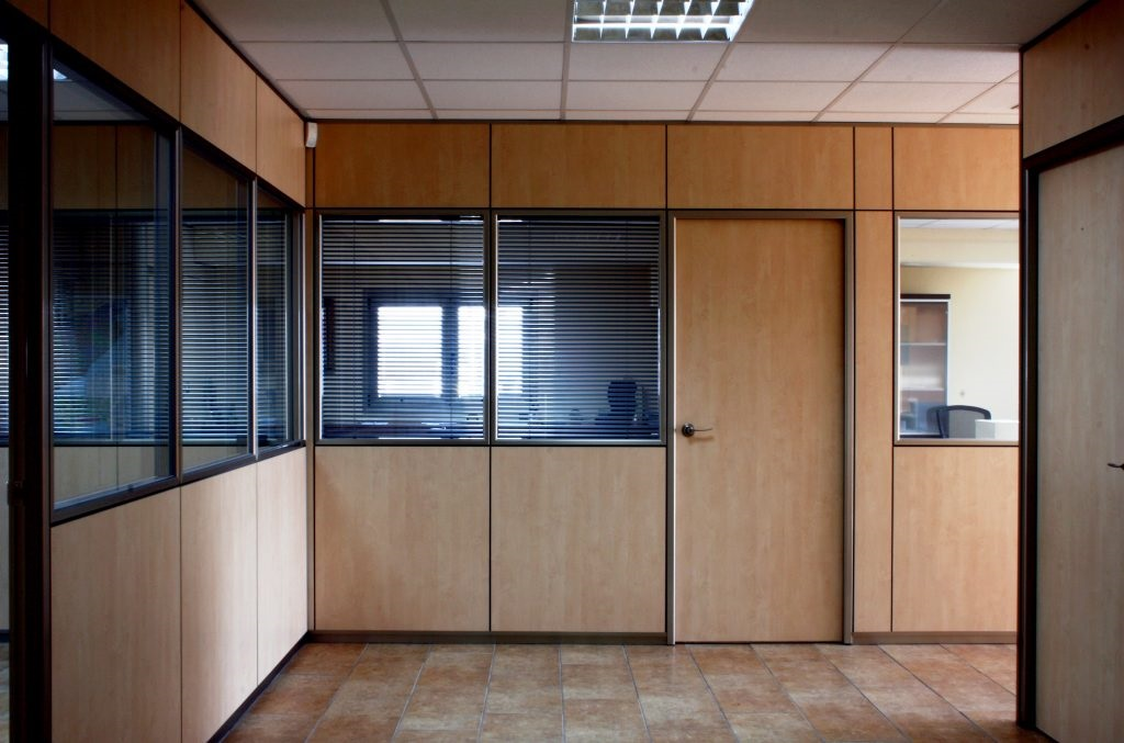 Consejos para separar ambientes en oficinas